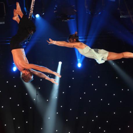 274 acro trapeze