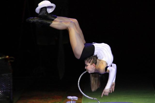 Aerial Bubble Contortion - Cirque Joruney