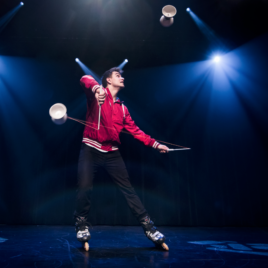 Roller skating diabolo / Cube manipulation act