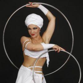 Hula Hoopa / Floating linking rings magic